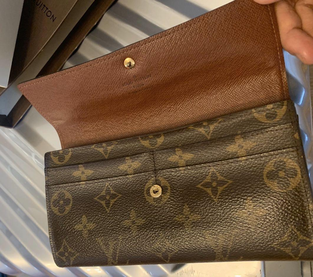 Authentic, 8/10 condition|-70%, Louis Vuitton Long Wallet, original price USD610 with dust bag, box (the owner shopped in Korean airport)