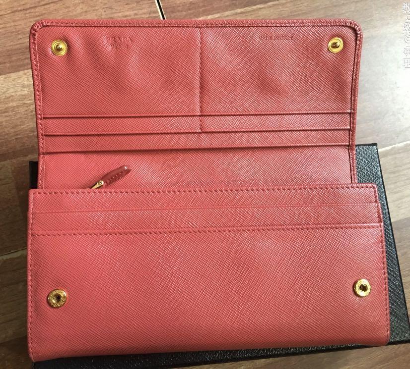 Pre-Order,Authentic, 9/10 condition. Prada Saffiano Wallet, Carr card and box, lost receipt