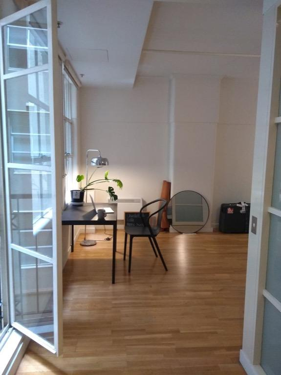(UN)FURNISHED 1 bedroom apartment ( lease) available ASAP in CBD