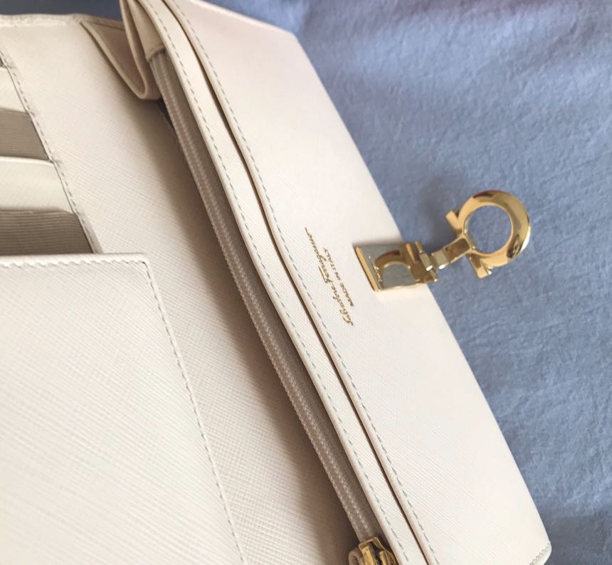 Pre-order,authentic, 9/10 condition, Salvatore Ferragamo LongWallet (the owner bought in Italy)