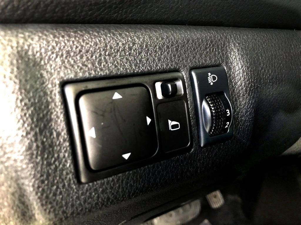 15年 Nissan 日產 Livina 1.6 白 原廠車頂架 節能RV小玩咖 純跑5萬多 過件率高 買車貸款免保人