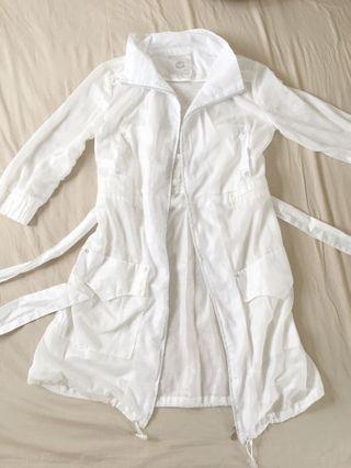 香港潮牌KOYO JEANS白色薄透風衣拉鍊造型外套(附腰帶、大口袋)