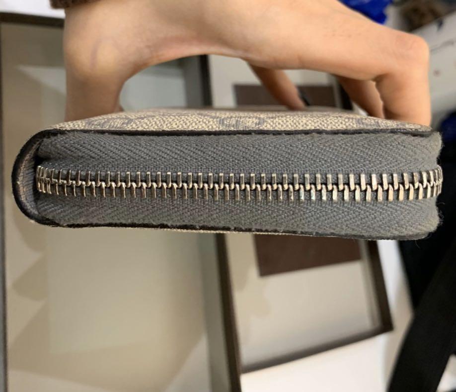 Pre-order,Original, -70%,Gucci long wallet, 9/10 condition within box, care card, receipt. Original price: HKD4,650