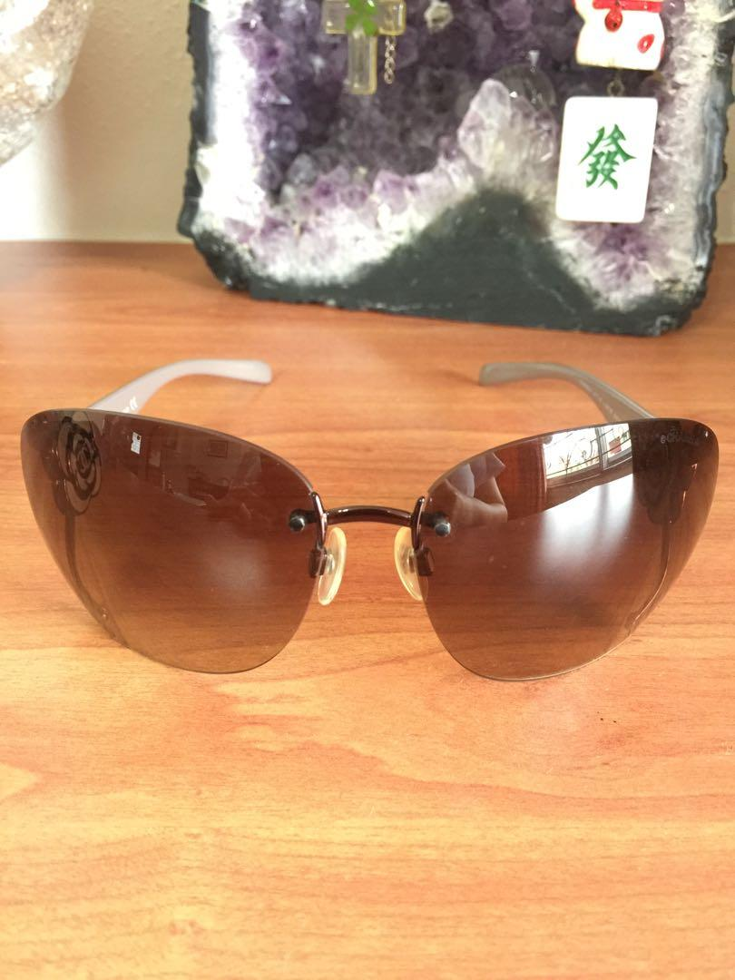 Rare! Like new Authentic Chanel Women's Sunglasses with embellished Chanel camellia flower logo sides and Amber/Brown Gradient Lenses (UP ~$850)