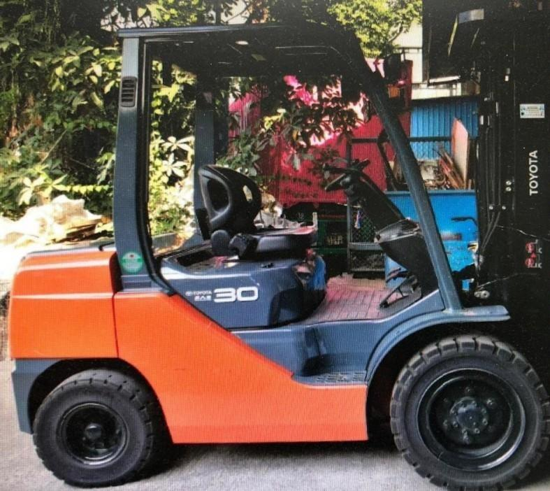 3 TONS TOYOYA FORKLIFT TRUCK  CALL 67567890/PM 98550718