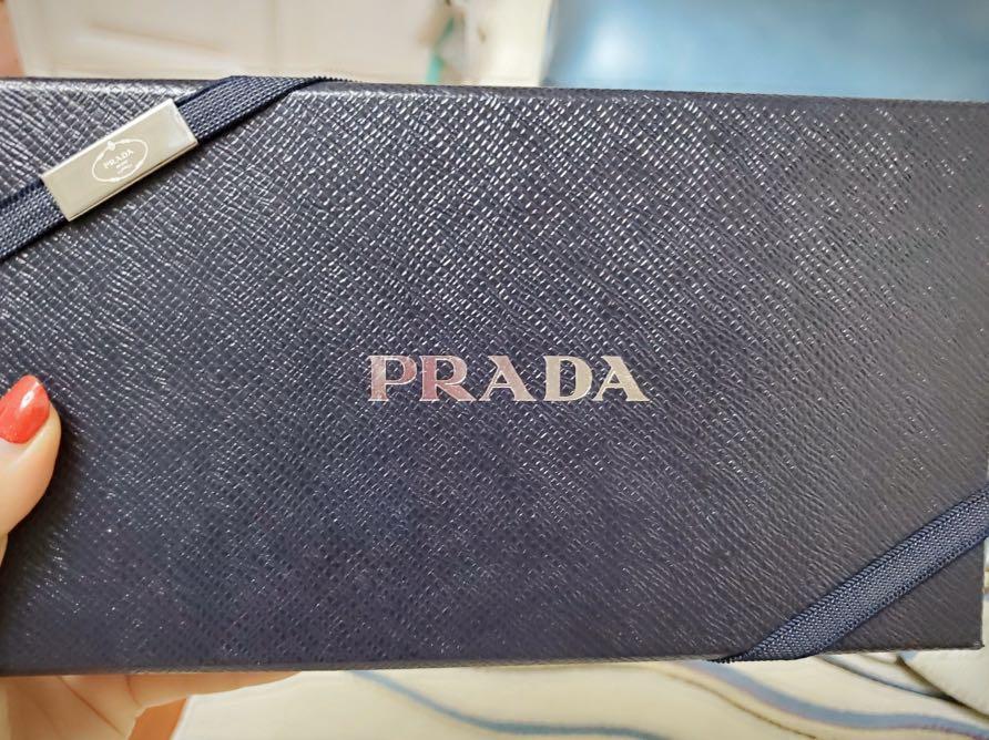 Pre-order|authentic, 9.8/10 condition, Prada Saffiano wallet, w/t care card, box