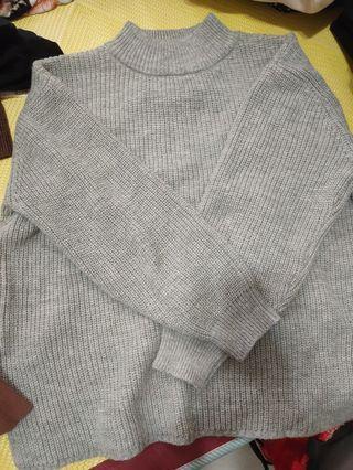 灰色澎袖微寬鬆小高領針織毛衣