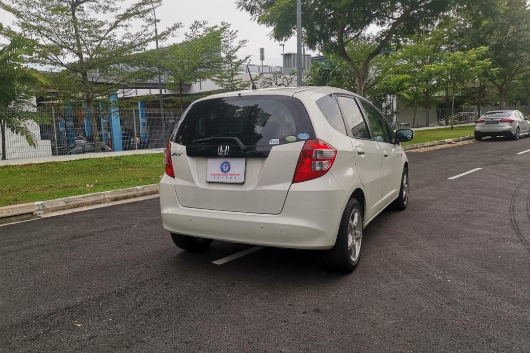 HONDA FIT CAR RENTAL GRAB GOJEK