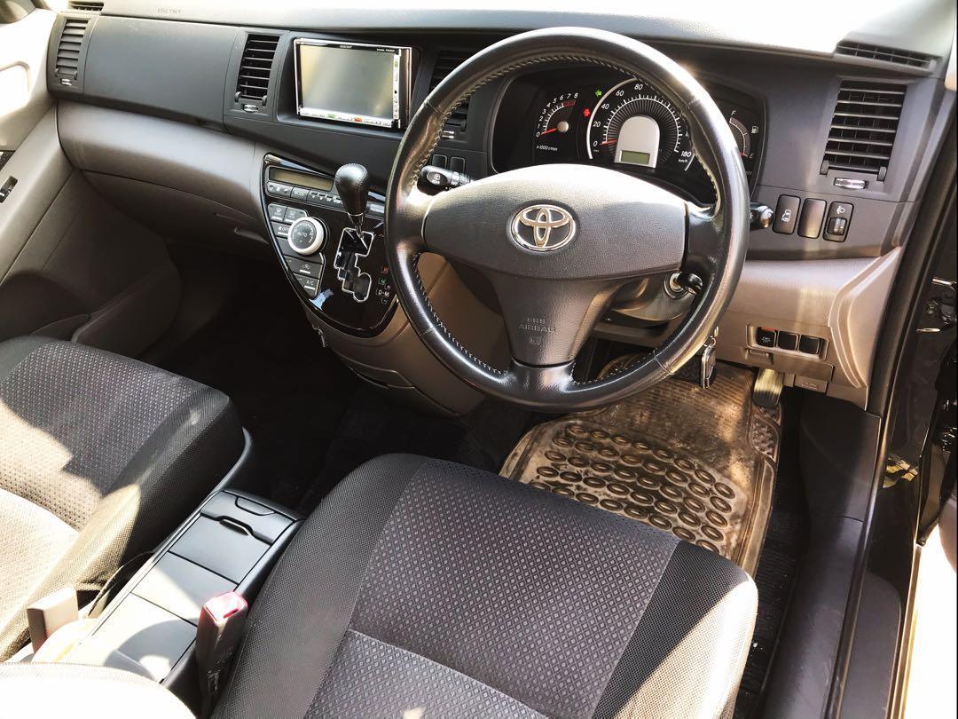 Toyota Isis PLATANA Auto
