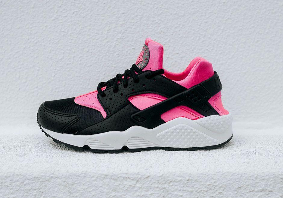 Used Nike Air Huarache Women Pink Blask Men S Fashion Footwear Sneakers On Carousell