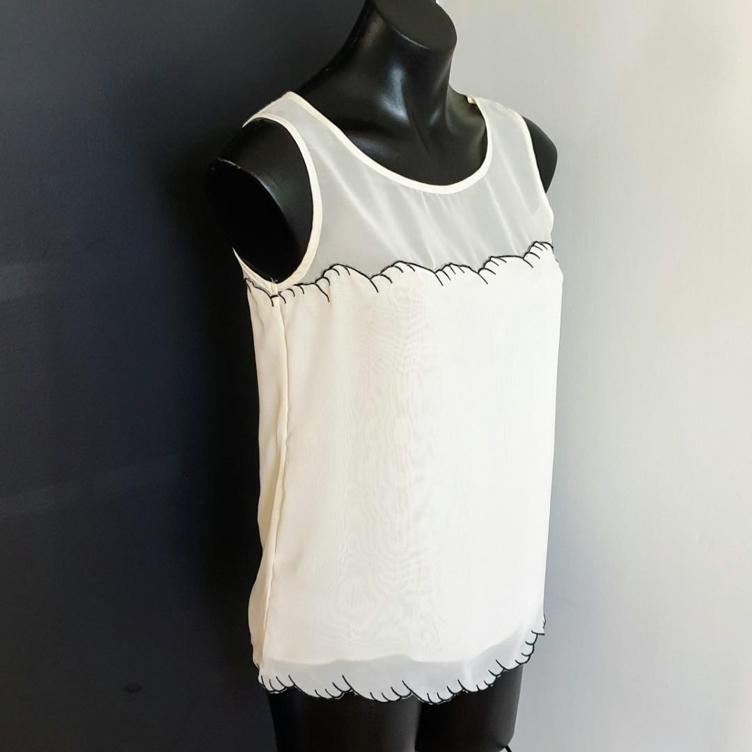 Women's size 8 'FORCAST' Gorgeous ivory sleeveless top with black trim- AS NEW