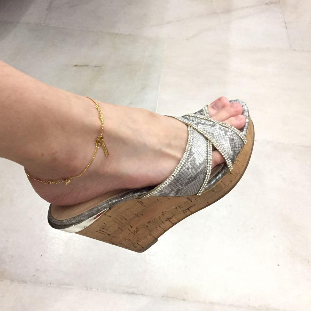 Authentic Guess Eleonora Slip On Wedges