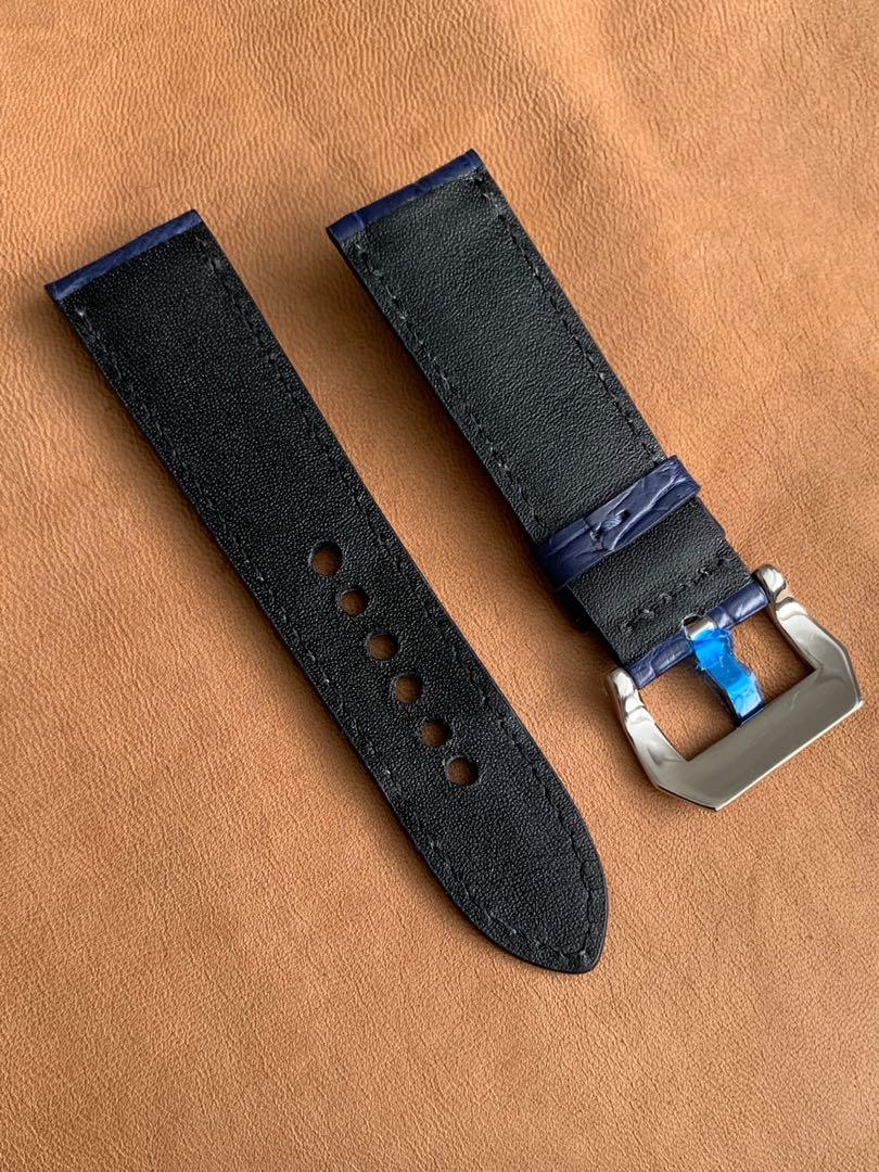 24mm/22mm Dark Blue Crocodile Alligator 🐊 Watch Strap with White Stitching 24mm@lug/22mm@buckle  24mm/22mm     (Only one piece😊👍🏻- once sold, no more) Standard length: L-120mm, S-75mm
