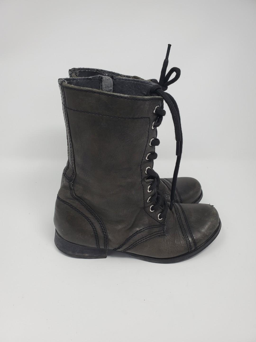 Steve Madden weathered Lace up combat boots - sz 6.5