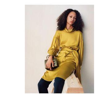 Zara 金色緞面洋裝