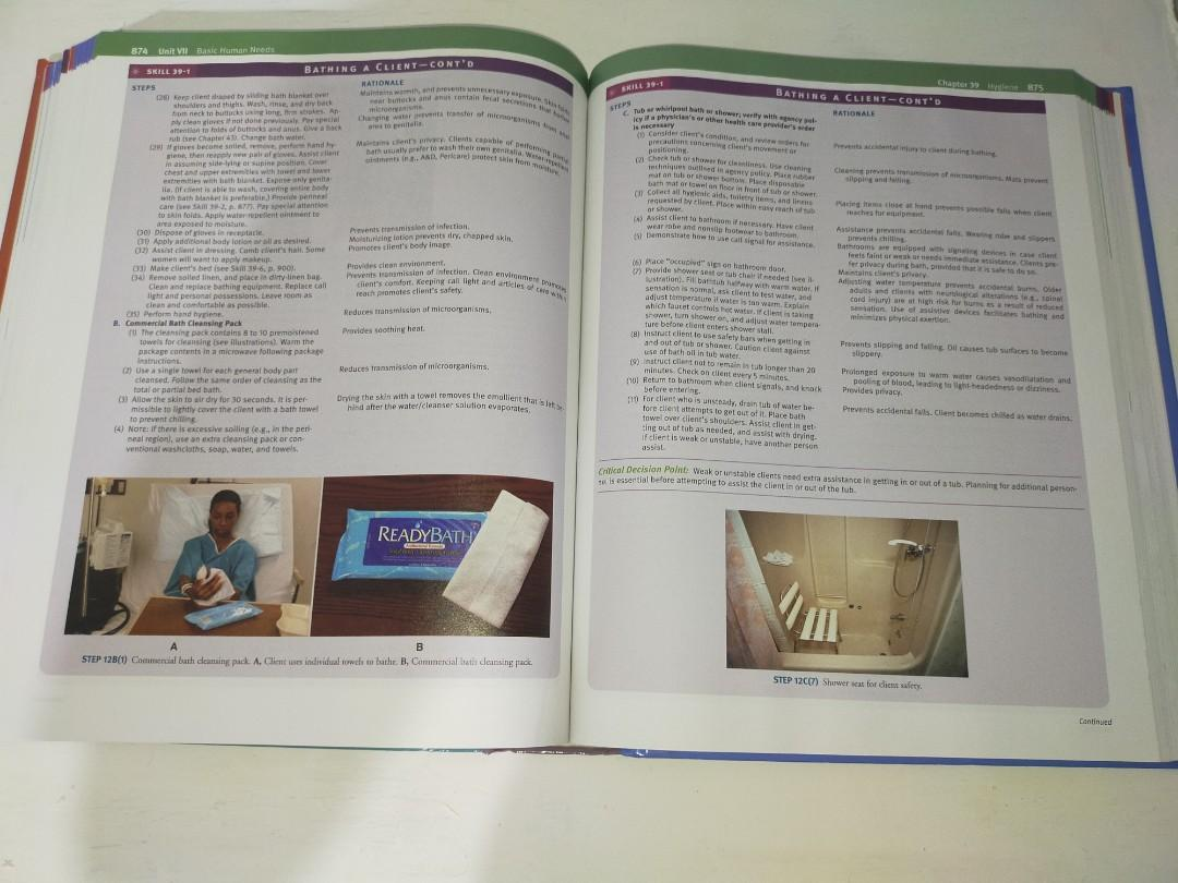 Potter and Perry Fundamentals of Nursing 7th Edition (Full color with unopened CD)