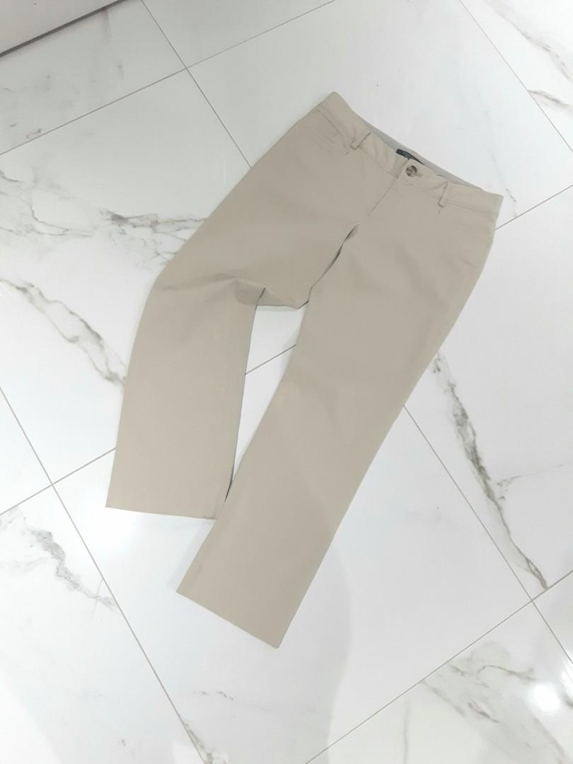 "Banana Republic ""The Logan Fit"" Size 6 Khaki Pant/Trousers  Mid Rise Straight Fit Ankle"