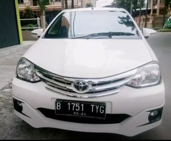 toyota Etios Type G 2014 M/T warna putih terawat  DP 5JT