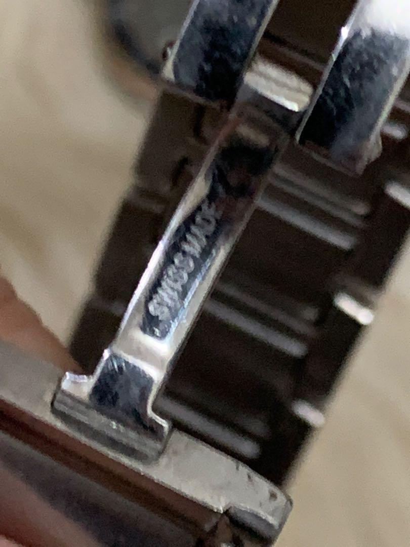 Cartier ladies mirror mesin kuning bukan kaleng2, kondisi mulus 90% OK, full stainless steel, 3 x 3 cm, mewah sama persis dengan ori nya, replce box , serius aja!no php!