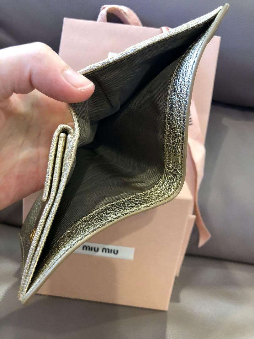 ❣️👉🏻NOT for very fussy buyer👈🏻❣️Authentic Miu Miu wallet, exterior has some 'storage stains' (7/10)but interior is very very new (9.5/10) .As i did not use it and kept in drawer. U may refer to photos uploaded.