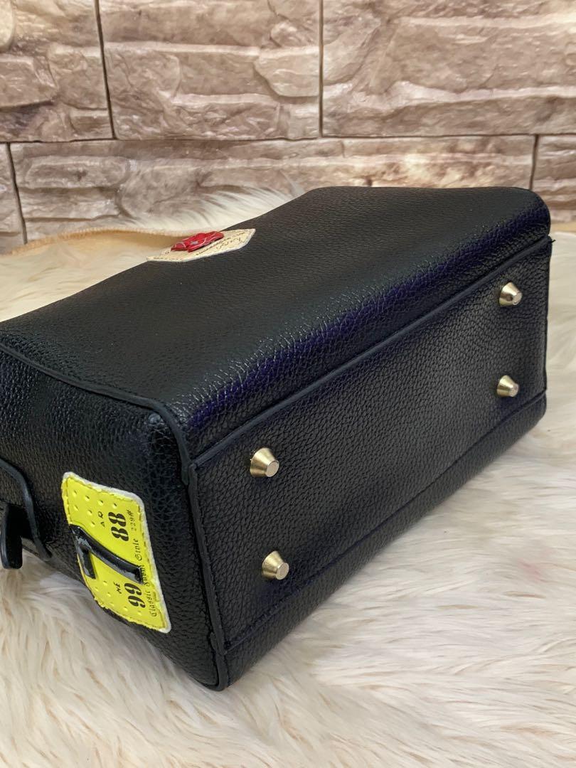 Tas slempng import luar, 25 x 15 x 12 cm, mulus 90% OK, material kokoh solid full leather , mewah murah cantik keren!no php!thx