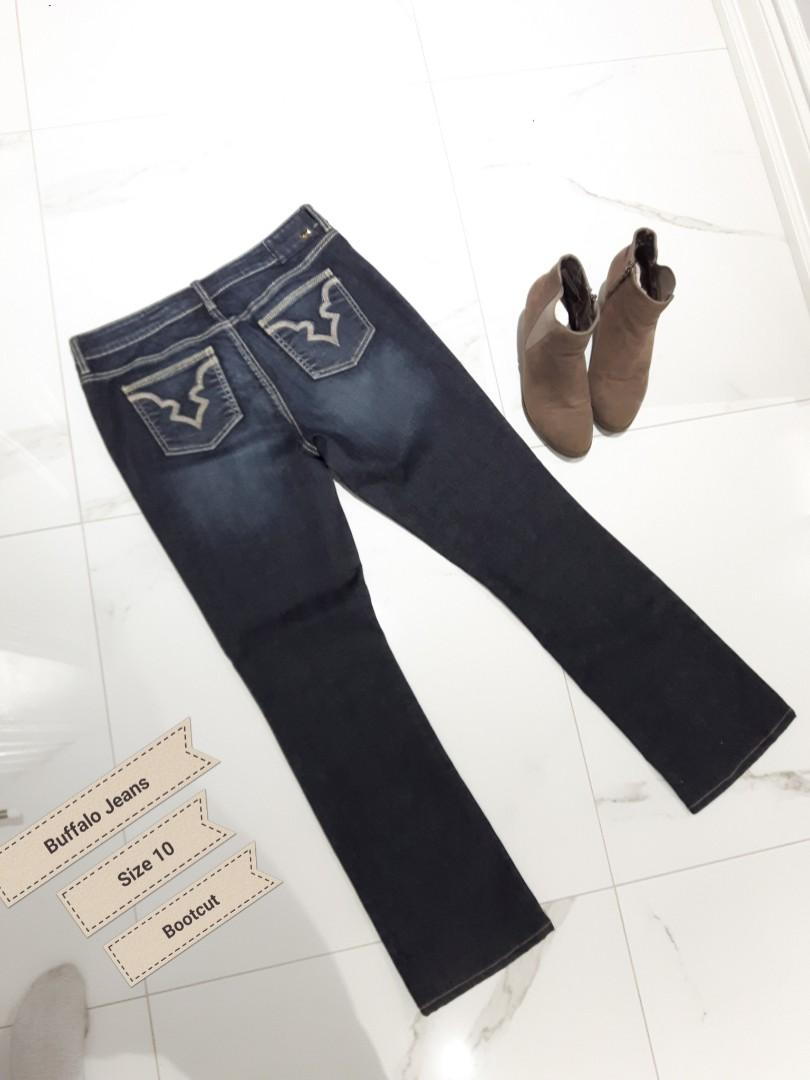 BUFFALO JEANS  SIZE 10 MID RISE  FELLOW BOOTCUT STRETCH