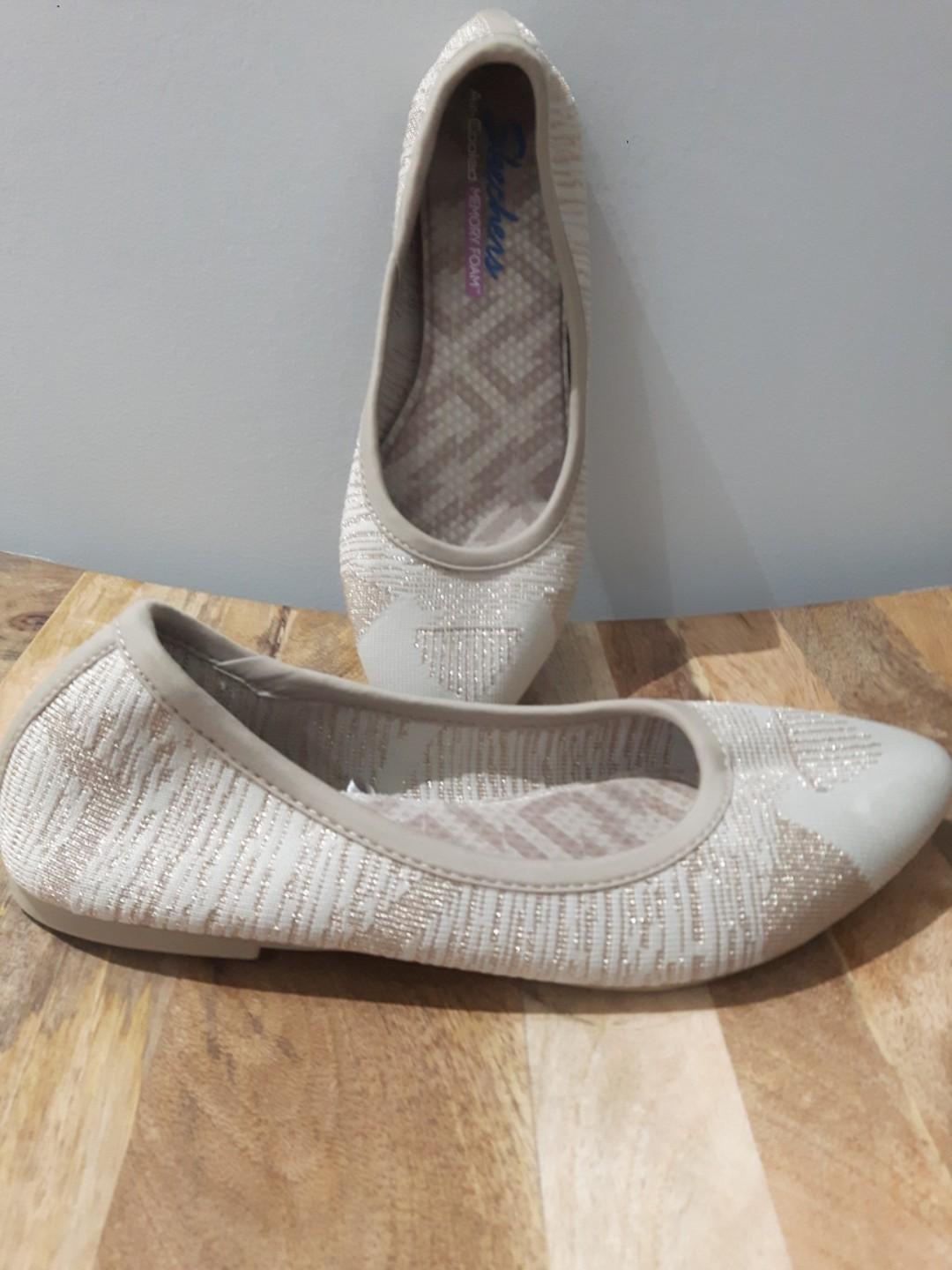 SKETCHERS SIZE 8- MEMORY FOAM BEIGE POINTED TOE FLATS