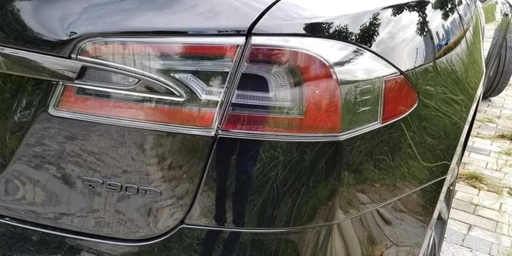 Tesla Model S P90D Auto