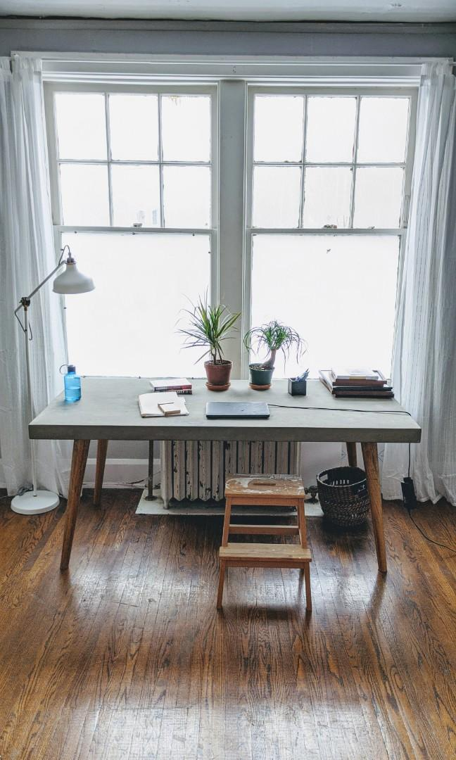 Unique Structube Nilsson table - concrete top and wooden legs