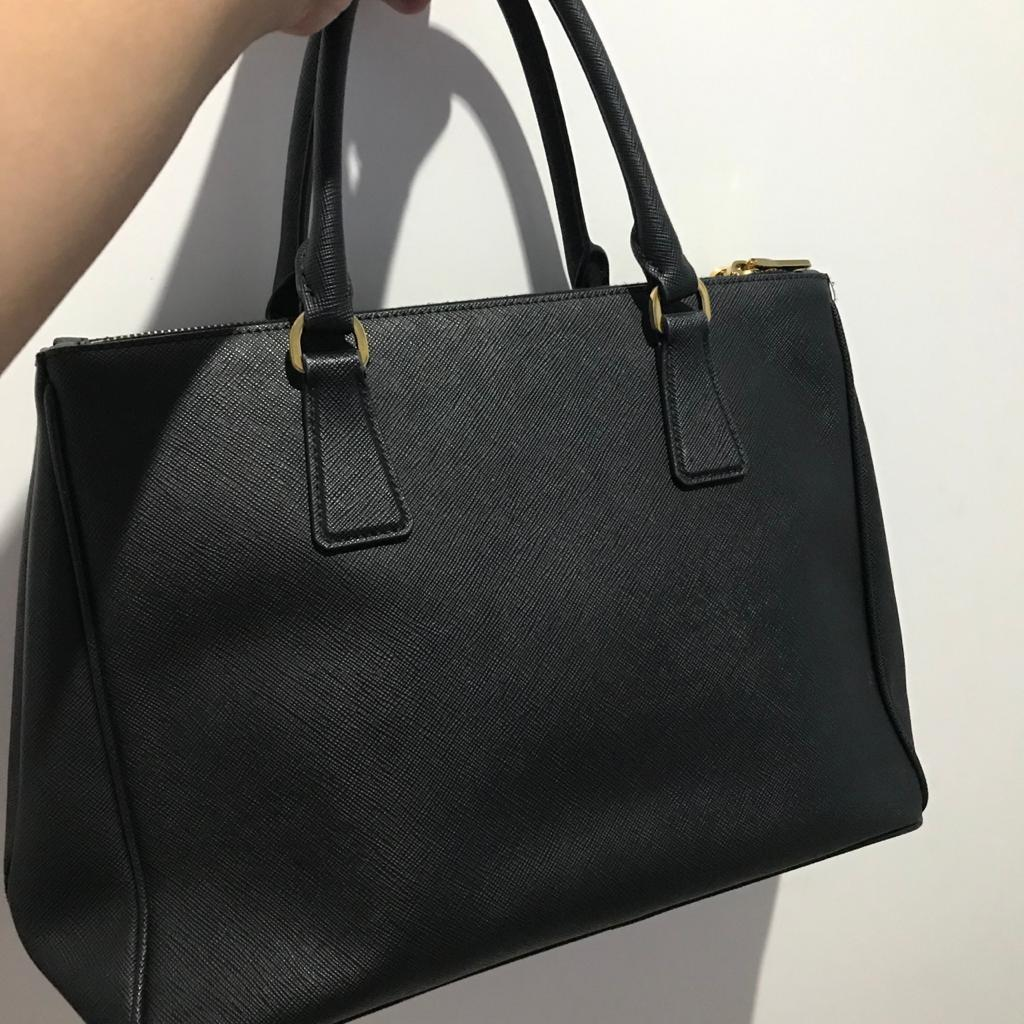 Prada Galleria Saffiano Double Zip in Black complete with receipt,strap,dustbag, and auth cards ( harga beli 1,130 Poundsterling )