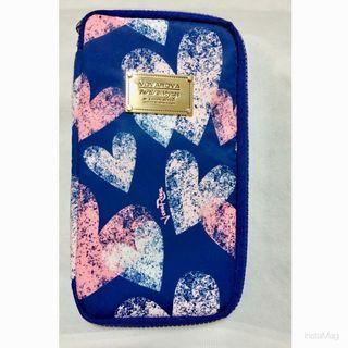 降降降 超值出清 VOVAROVA 金屬盾牌 深藍 粉紅 愛心 護照套 隔層拉鍊 萬用套 收納袋