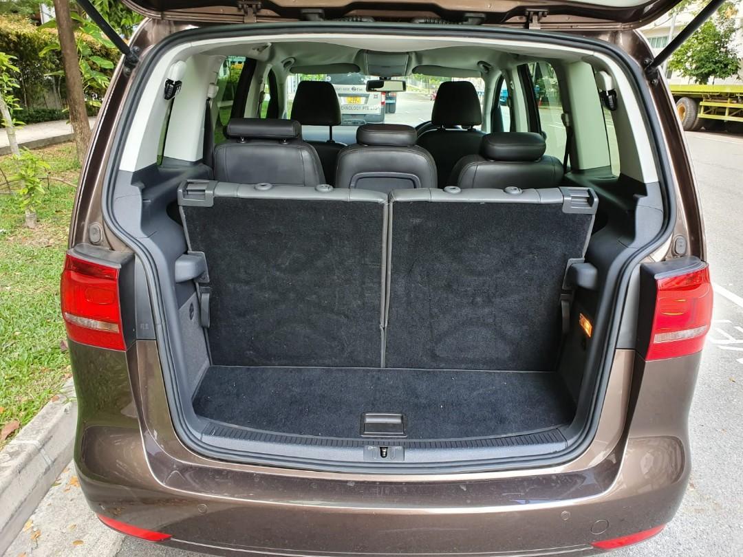 7 seater MPV Volkswagen Touran 1.4a