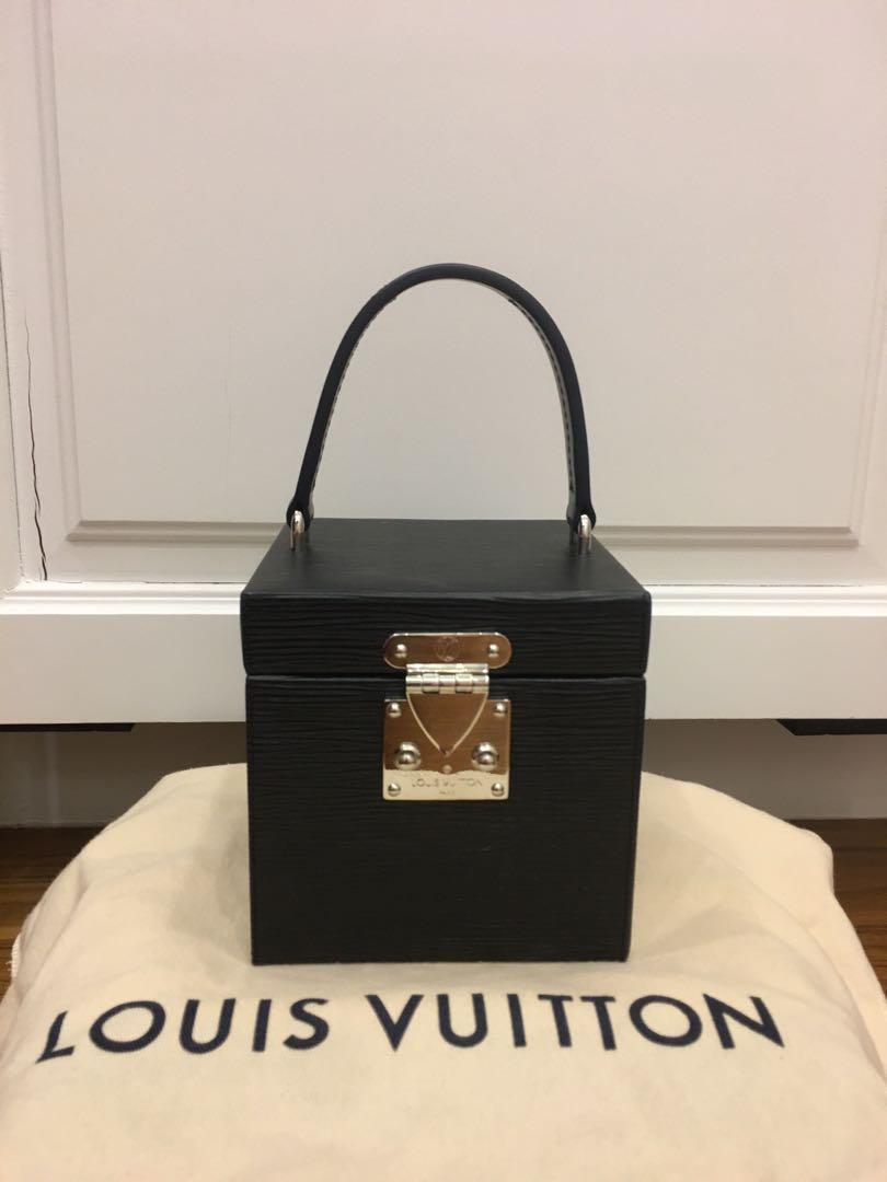 Authentic Brand New Louis Vuitton Bleecker Box in Black Epi Leather M52703