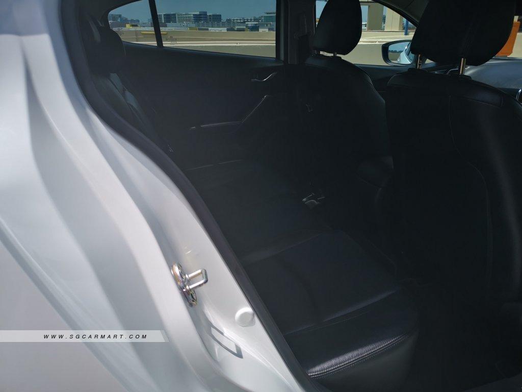 Mazda 3 1.5 Hatchback Deluxe 6AT (A)
