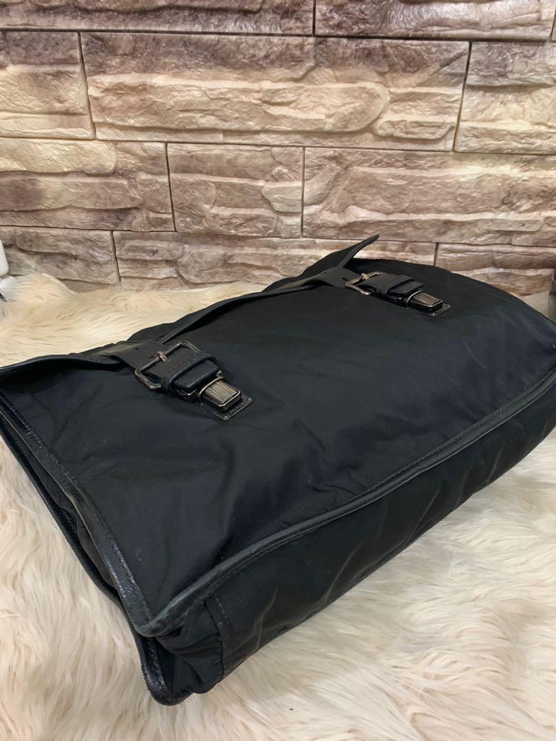 Tas Prada Laptop kantor dokumen serbaguna, authentic, leather mix nylon, kondisi 90% gress, size 38 x 30 x 10 cm, bag only!serius only!!