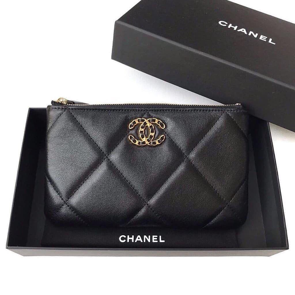 💯 (NEW ) Authentic Chanel 19 New Small Size O Case Black Gold Hardware series 29