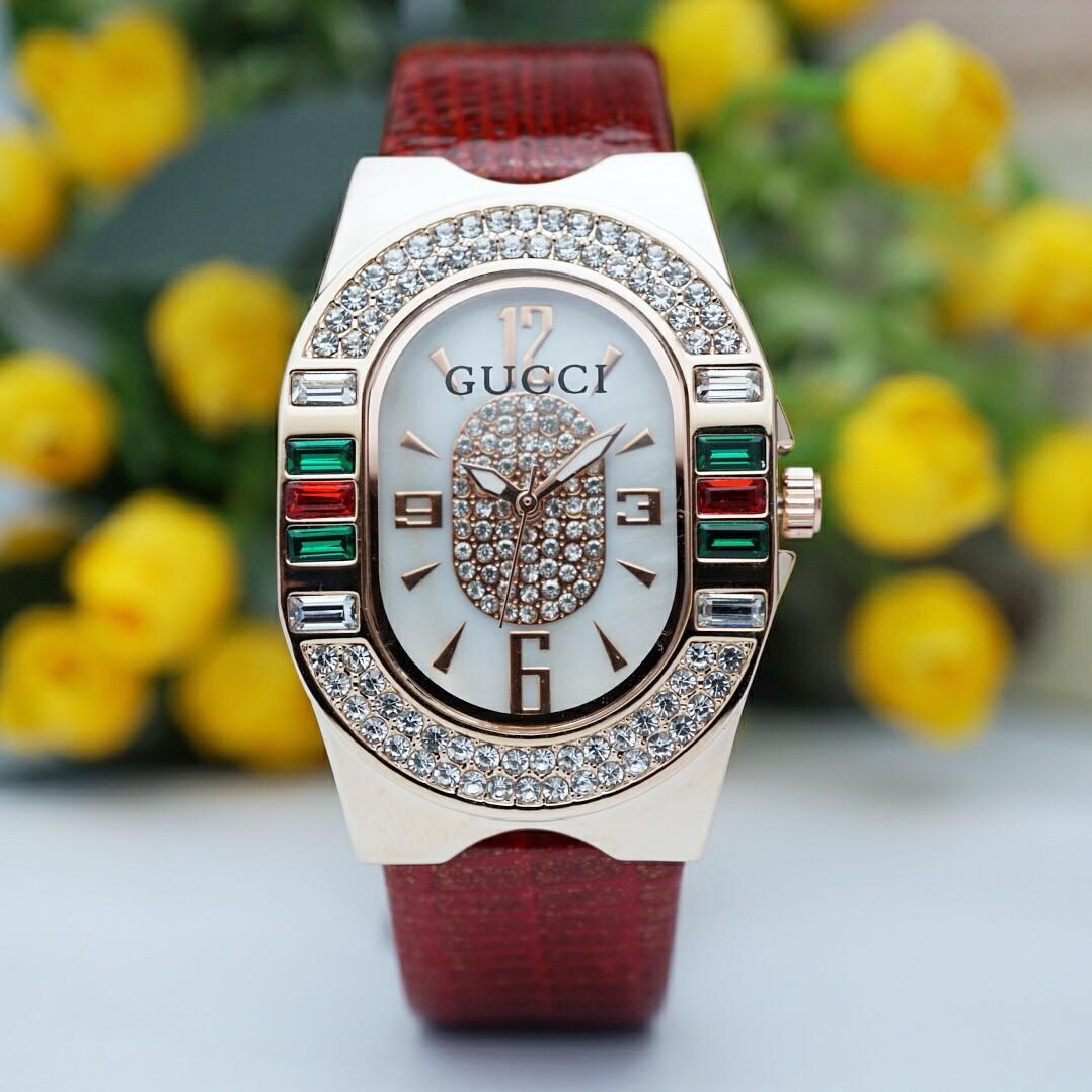 Brand : Gucci  Kualitas : Super  Display : analog  Diameter : -+3,2cm Tali : kulit  Free box kancing  Free baterai analog Free bubble