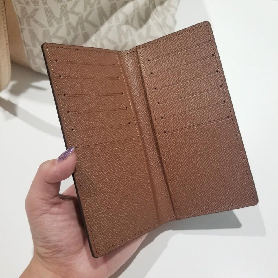 Lovely Louis Vuitton Large Flip Card Holder  9.5/10 condition!