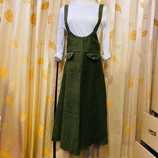 軍綠吊帶長裙