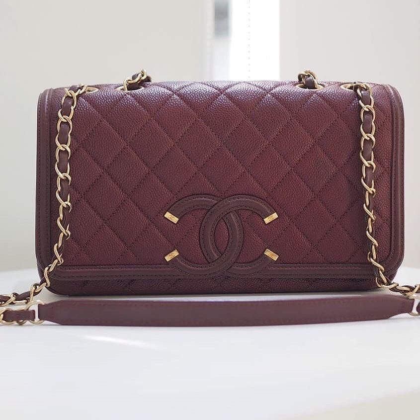 Authentic Chanel Filigree Medium Burgundy Caviar Gold Hardware Flap Bag series 22