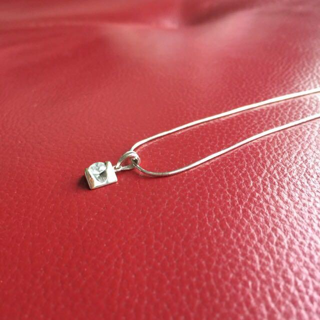 *price reduced* Brand New Real 0.32 Carats Solitaire Diamond Pendant with 18k white gold chain Necklace