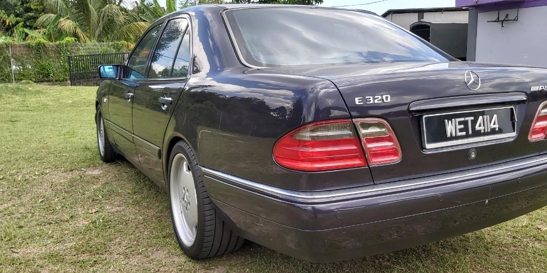 Mercedes benz E320 W210 with original AMG STAGGERED WHEELS