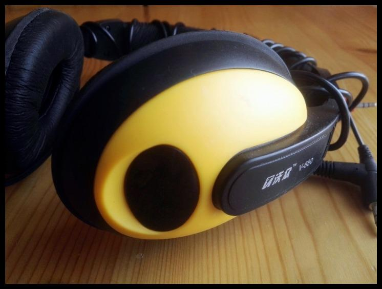 Black and yellow classic color all-inclusive headphones headset headset