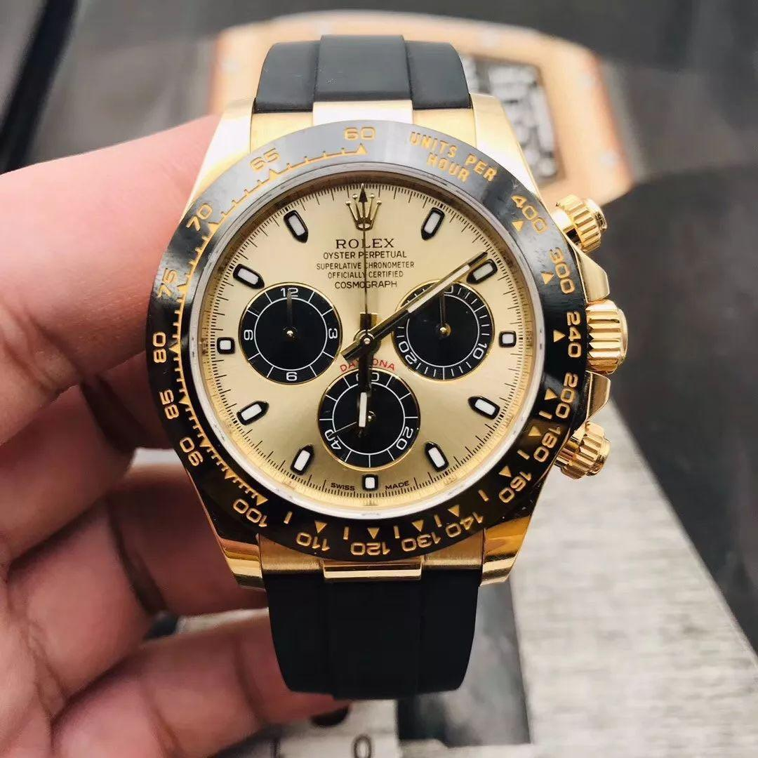 Brand New ROLEX Cosmograph Daytona 116518LN 40mm Solid Yellow Gold with Black Rubber Auto Chrono watch. Swiss made.