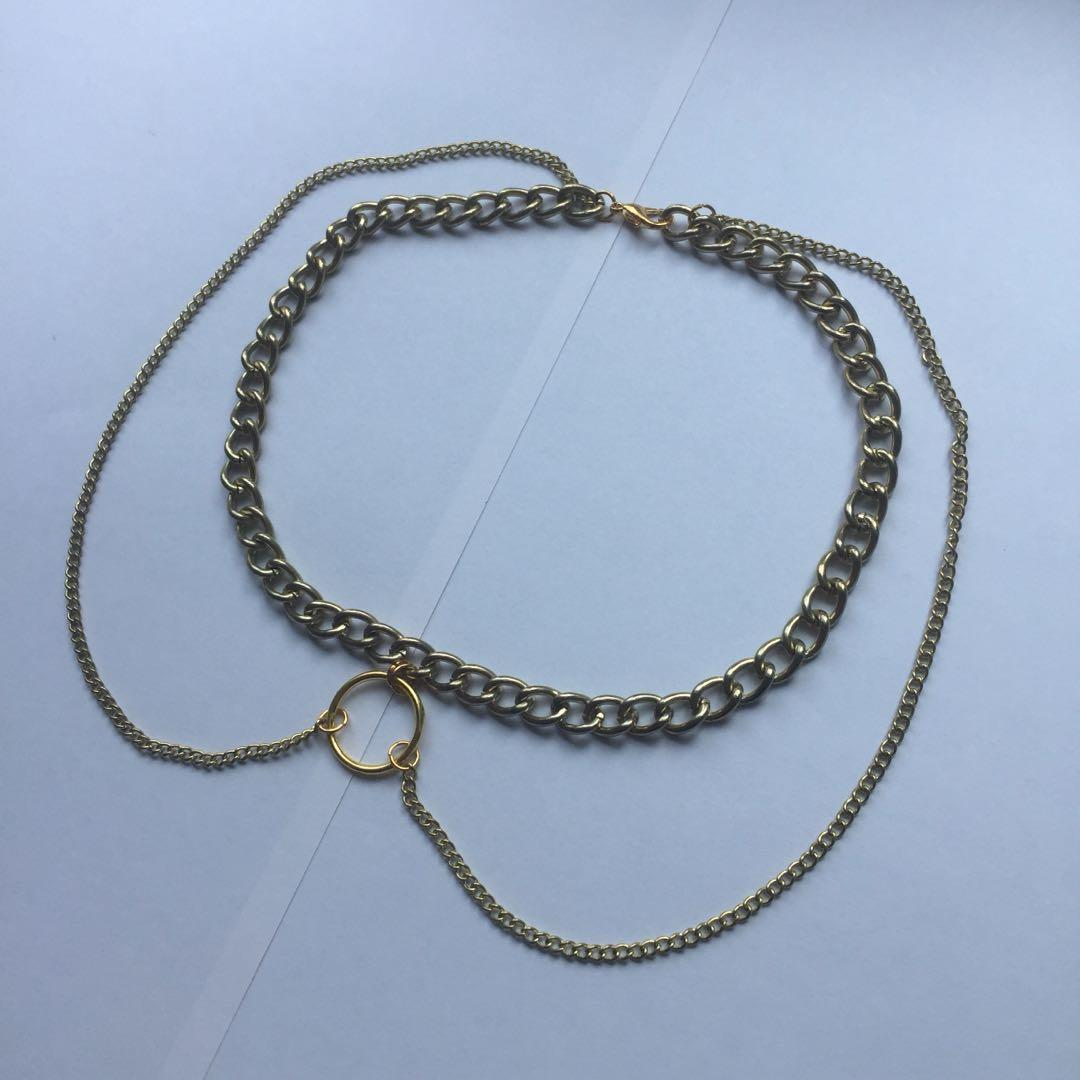 Gold tone O ring and hanging chain detail chunky chain choker