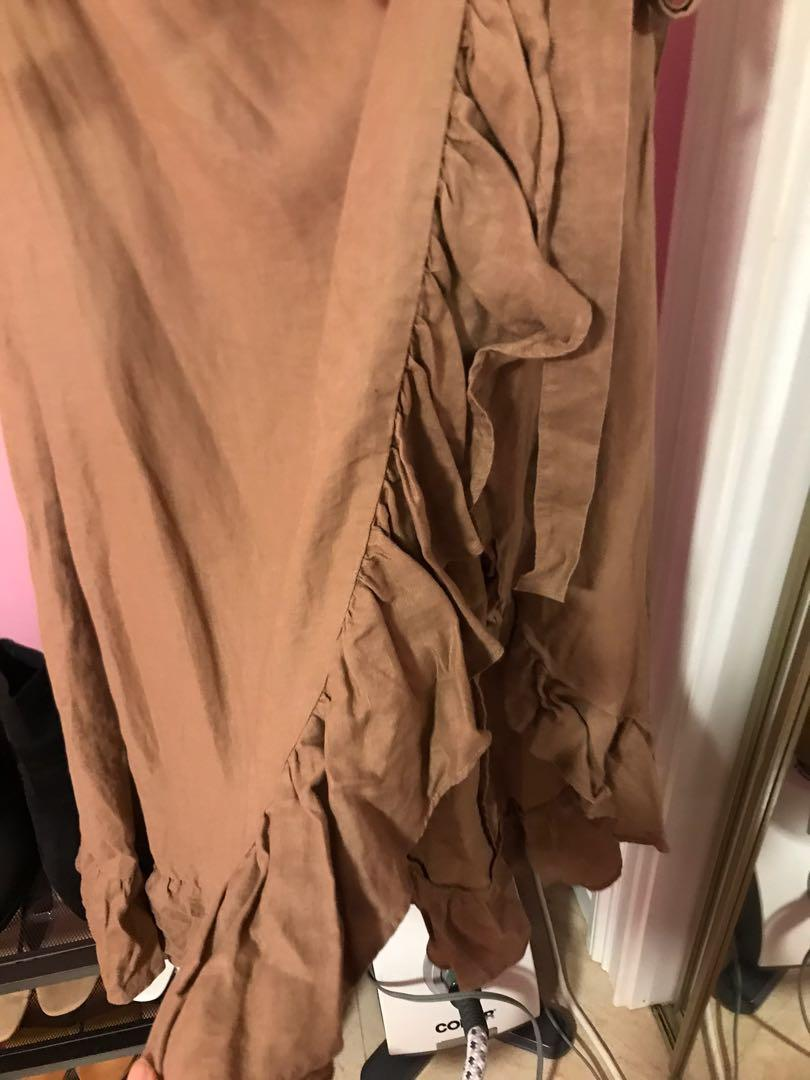 Aritzia Wilfred Leonela Skirt in Nutmeg Size Small