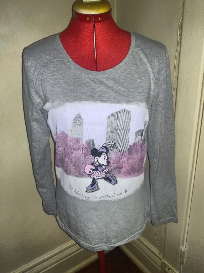 Disney Ice skating in Central Park long sleeve small