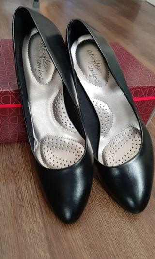 Black closed shoes with heels