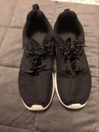 Black Nike Roche Runs