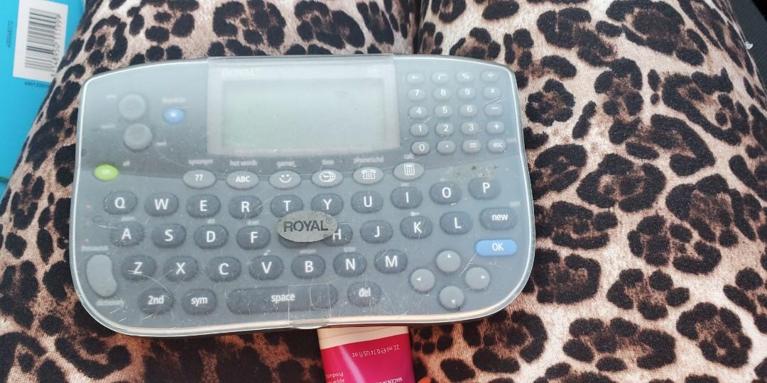Royal rp6s Electronic Organizer with NiteVue Display and Built-in Calculator